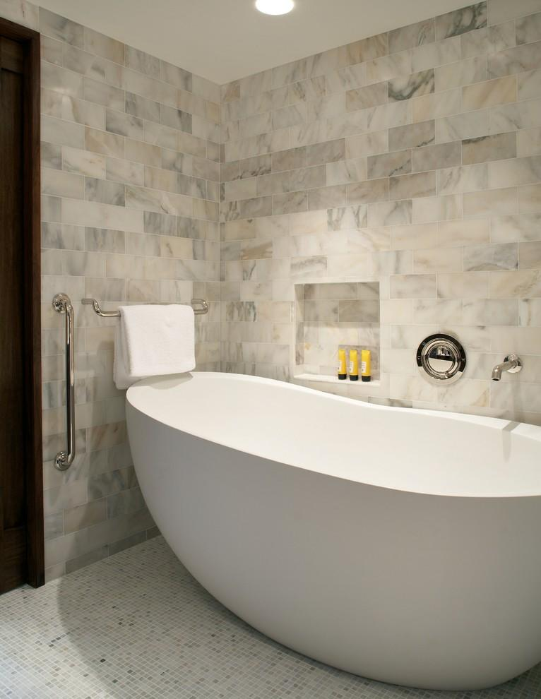 صور التلاعب بالوان وتدرجات الرخام لتصميم الحمام