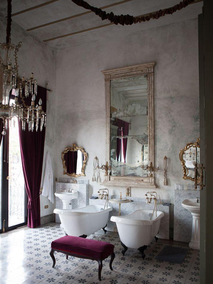 صورة حوض الاستحمام الكلاسيكي الاسود من اروع الاختيارات