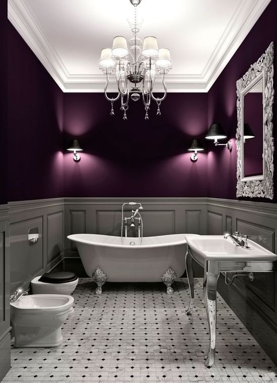 صور بانيو كلاسيكي وثريا كريستالية يعطون لمسة رومانسية للحمام
