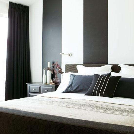 صورة استخدام اللونين الابيض والاسود لديكور غرفة النوم